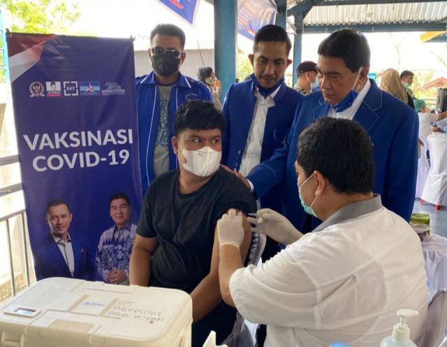 Kawasan Padat Penduduk dan Mobilitas Tinggi, Achmad Gelar Vaksinasi Untuk 500 Warga Batin Solapan