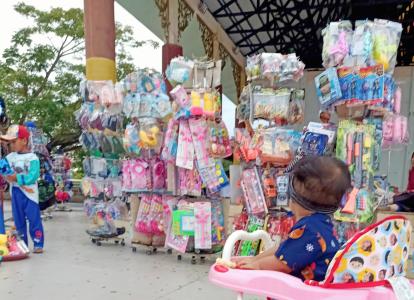 Lama Sepi Pembeli, Pedagang Makanan dan Aksesoris di Siak Senang Istana Siak Dibuka