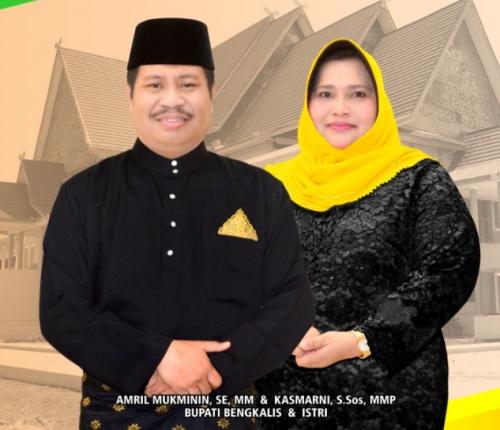 Bupati Amril dan Istri Terima Gelar Adat dari LAMR Bengkalis