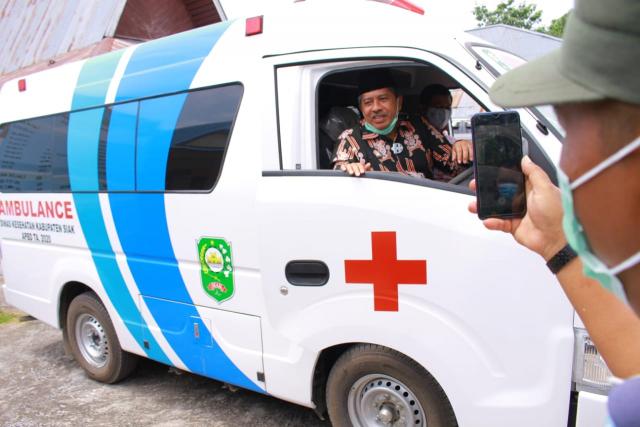 Jauh dari Pusat Kecamatan, Kampung Penyengat Siak Dibantu Ambulance untuk Mengantar Warga Berobat