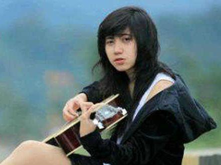 Tampil di Grand Final Bujang Dara Riau 2014, Dera Idol Curhat