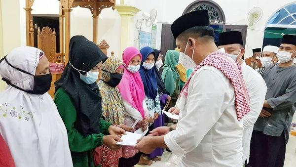 Sempena Idul Adha, Mualaf di Desa Sesap Terima Santunan dari Bupati Meranti