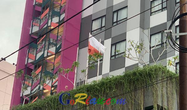 Polisi Cek Bendera Putih Merah di The Zuri Hotel Pekanbaru, Jika Sengaja Bisa Didenda Rp100 Juta