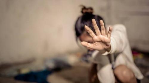 Menolak Diajak Berhubungan Intim di Lahan Kosong, Gadis Ini Nyaris Tewas Dianiaya Pacar