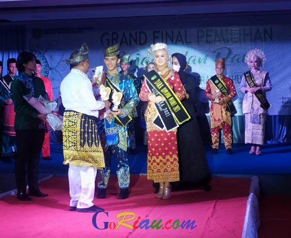 M Fadli Gunawan dan Nur Indahyani Terpilih Sebagai Bujang Dara Kepulauan Meranti 2021