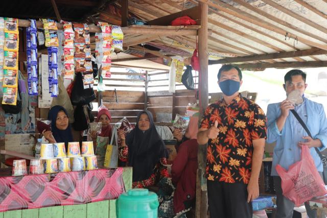 Sivitas Akademika FISIP Unri Kampanyekan 3M di Sungai Hijau