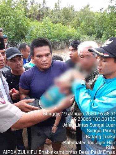 Anak Usia 2 Tahun di Inhil Terjatuh ke Sungai, Ditemukan Tersangkut di Pohon