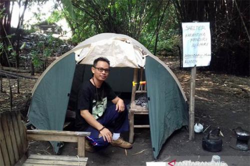 Pulang Kampung, Pemilik Klinik Pengobatan Alternatif di Pelalawan Isolasi Diri di Tenda Mungil Tepi Sungai