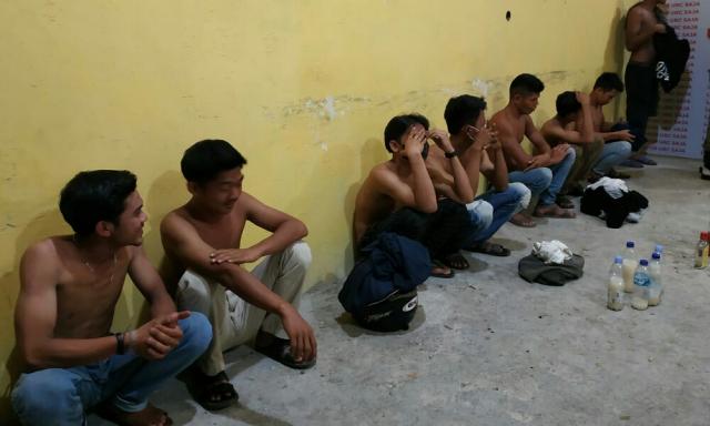 Pesta Miras di Malam Lebaran Idul Adha, Belasan Muda-mudi di Inhil Diamankan Satpol PP