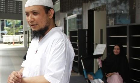 Sebulan Belakangan, Novel Baswedan Selalu Shalat Fardu Berjamaah di Masjid