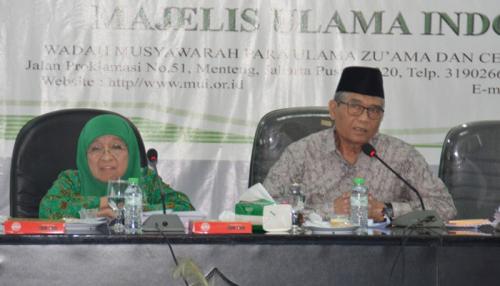 MUI Terbitkan Fatwa Tentang Hukum Baca Mushaf Alquran Saat Shalat