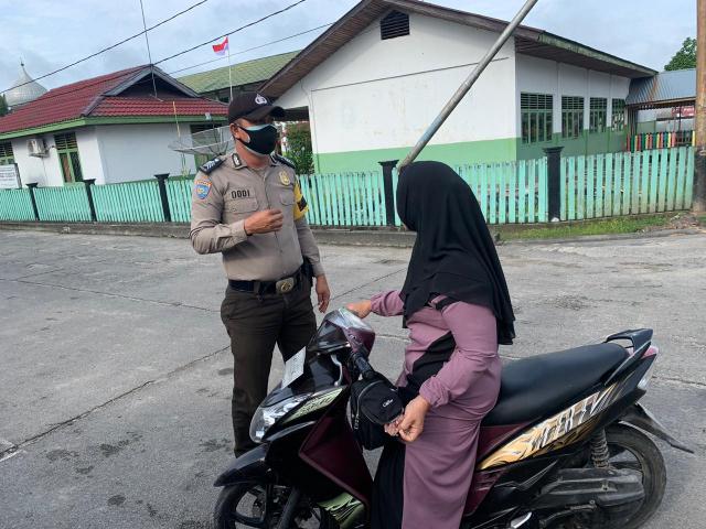 Lima Warga Terjaring Operasi Yustisi di Teluk Belitung Kepulauan Meranti, Ini Sanksi yang Diberikan