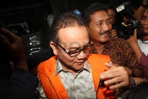 Jatuh Sakit, Mantan Gubri Rusli Zainal Dilarikan ke RS Awal Bross Pekanbaru