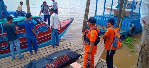 Ayah Ini Saksikan Anaknya Tenggelam Karena Terjatuh dari Pompong di Sungai Kuala Gaung