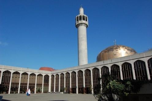 Muazin Ditusuk Berkali-kali di Masjid Central London