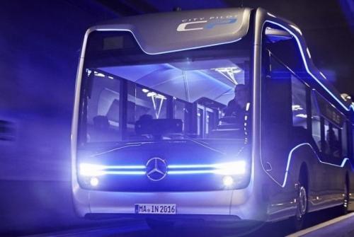 Mercedes-Benz Mulai Operasikan Bus Semi Otomatis di Jalan Umum, Cara Mengemudikannya Begini...