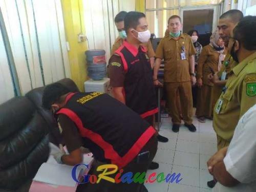 Penyidik Kejati Berang Gara-gara Pegawai Disdik Riau Saling Tolak Saat Ditanya Berkas yang Digeledah