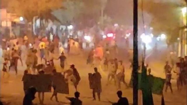 Medan Belawan Mencekam, Ratusan Orang Hancurkan, Bakar dan Jarah Puluhan Kios dan Rumah