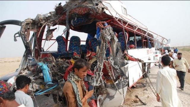 Tabrakan dengan Truk Trailer, Bus Sarat Penumpang Hancur, 33 Orang Tewas