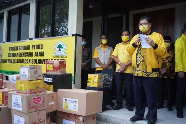 Golkar Serahkan Bantuan Senilai Rp4,75 M untuk Korban Bencana Kalsel - Sulbar