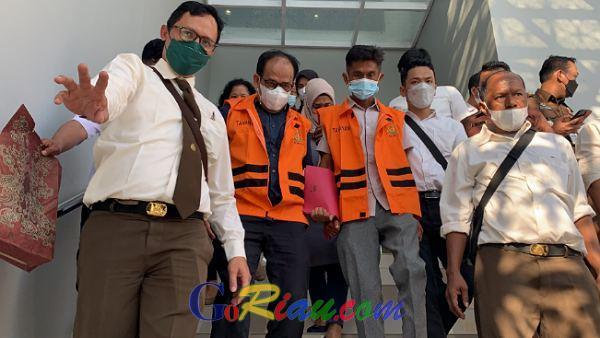Plt Kadis PUPR Pelalawan dan Seorang Honorer Ditahan Kejati Terkait Ambruknya Turap Danau Tajwid di Pelalawan