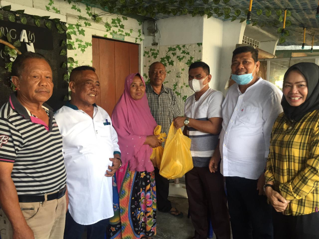 Bukti Kehadirannya di Masyarakat, Golkar Riau Antarkan Langsung Daging Kurban ke Rumah Warga Kurang Mampu