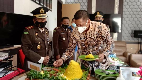 Puncak Hari Bhakti Adhyaksa, Bupati Adil Kunjungi Kejari Kepulauan Meranti
