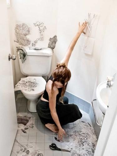 Toilet Penuh Ilustrasi Bisa Bikin Betah Nongkrong