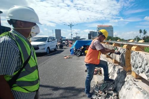 Membahayakan Pengendara, Ornamen Fly Over Jalan Jenderal Sudirman Pekanbaru Dicopot