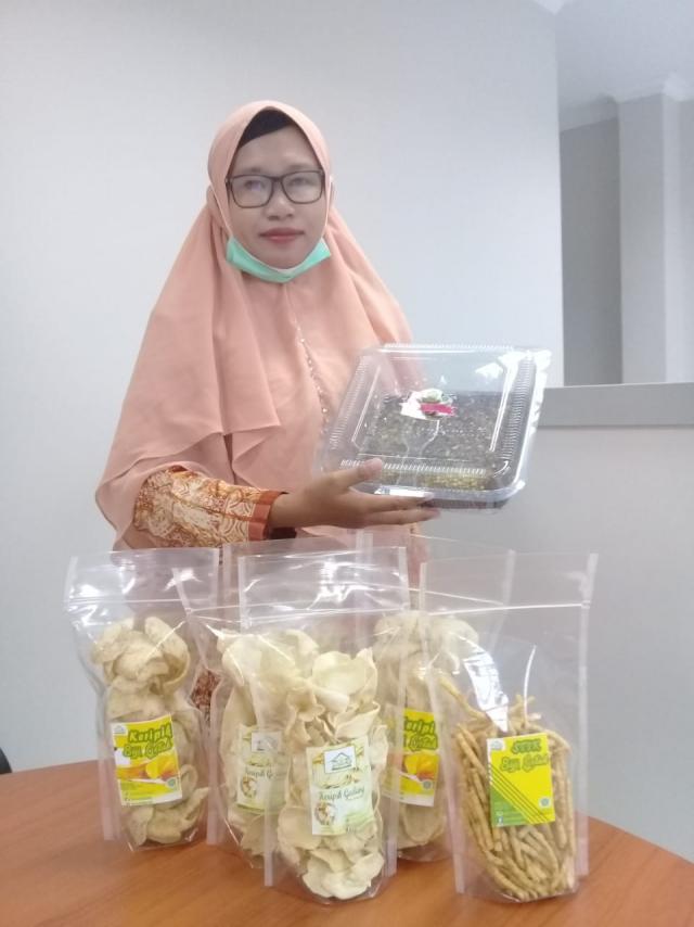 Di Tangan Dewi, Biji Getah Masuk Top Brand 10 Produk Unggulan Bengkalis