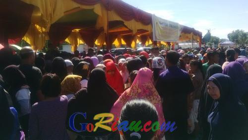 Kantor Gubernur Riau Diserbu Ibu-ibu, Ada Ini Lho...