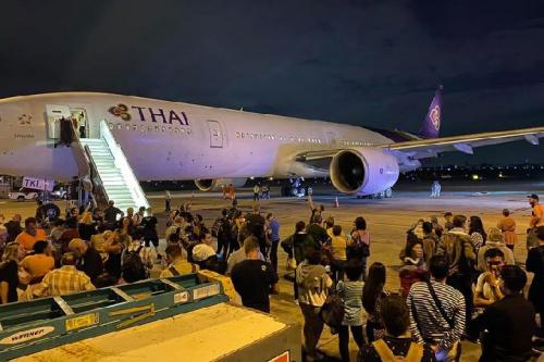 Thai Airways Bermuatan 339 Penumpang Meledak di Bagian Mesin Ketika Meluncur untuk Lepas Landas