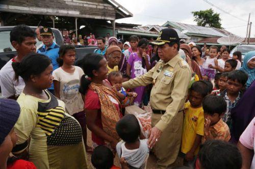 Bupati Rohul Achmad Kunjungi Warga yang Terkena Banjir di Bonaidarusalam