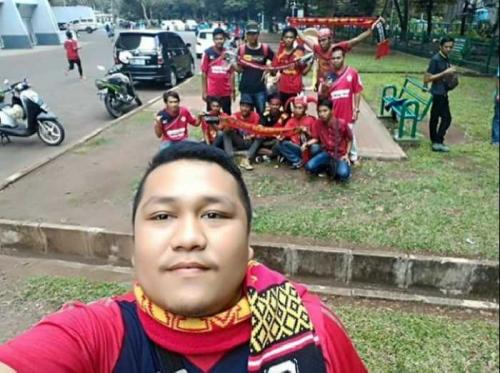 Luar Biasa 34 Mobil dan 4 Bus Pariwisata Rombongan The Kmers Bandung Raya Siap Merahkan GBK Dukung Semen Padang