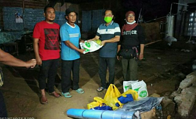 Korban Rumah Roboh di Pelalawan Mengungsi ke Tetangga, Dissos Salurkan Bantuan