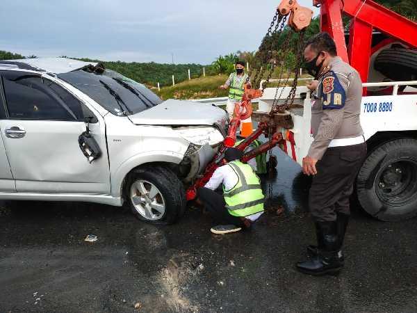 Satu Unit Mobil Terbalik di Jalan Tol Pekanbaru - Dumai, Pelajar dan Mahasiswa dari Pekanbaru Luka-luka
