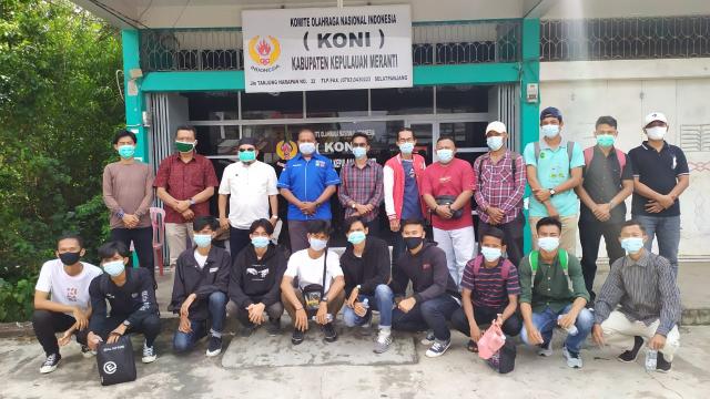 Ikut Bertarung di Kejurda, 10 Atlet Futsal Kepulauan Meranti Dilepas