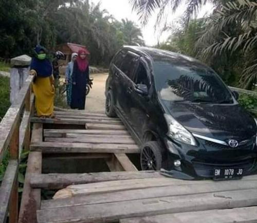 Jembatan Menuju Kecamatan Kunto Darussalam Rohul Tinggal Kerangka, Warga Minta Pemerintah Lakukan Perbaikan