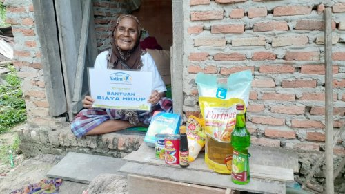 Alhamdulillah, Nenek Inap yang Hidup Sebatangkara Ini Terima Bantuan Rumah Yatim