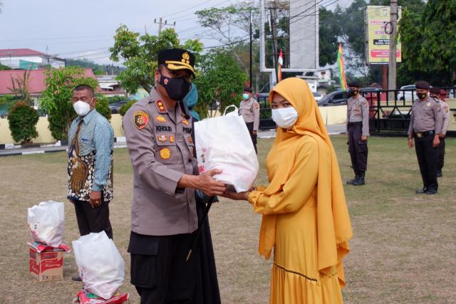 Peringati HUT ke-75 Bhayangkara, Polres Kampar Gelar Baksos Serentak Bagikan 1.000 Paket Sembako