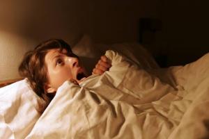 Ketindihan Saat Tidur, Ini Penyebab dan Cara Menghindarinya