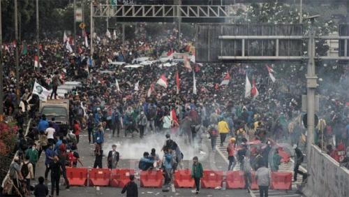 Polisi Dituding Gunakan Gas Air Mata Kedaluwarsa, Bisa Sebabkan Mati Rasa dan Pingsan