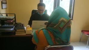 Imam Masjid Dipukul Pakai Balok Saat Pimpin Shalat Zuhur, Pelakunya Wanita, Ternyata Ini Penyebabnya
