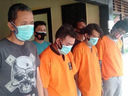 Potong Pohon Jalan Tuanku Tambusai Pekanbaru, Empat Orang Ditahan Polisi
