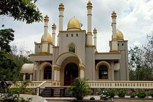 Ada Masjid Megah di Tengah Kebun Kopi di Lokasi Batu Besar Dikeramatkan, Begini Penampakannya