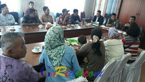 Puluhan Hektare Kebun Sawit Ditumbang Perusahaan, Warga Sei Medang Ngadu ke DPRD Pelalawan
