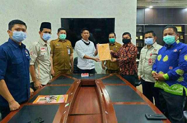 KPU Serahkan SK Penetapan Zukri-Nasarudin ke DPRD Pelalawan