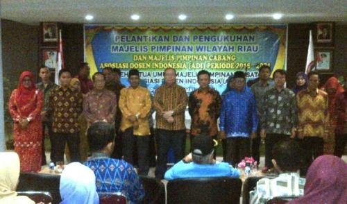 Prof Dr H Isjoni Dikukuhkan Jadi Ketua Asosiasi Dosen Indonesia Wilayah Riau Periode 2016-2021