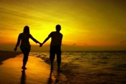 Pasangan Bahagia Tak Suka Pamer Kemesraan di Medsos, Ini 5 Alasannya