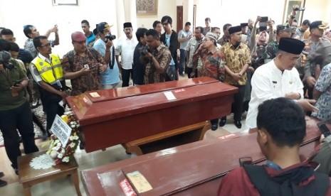 Kedatangan Jenazah 8 Perantau Sumbar Korban Rusuh Wamena di Bandara Minangkabau Disambut Isak Tangis